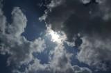 空・雲・太陽光・暗め