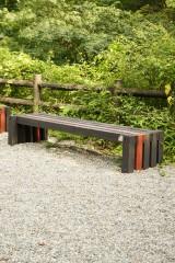 黒と赤 木製 ベンチ1